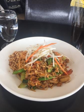 Ramsey, NJ: Pad Thai as good to eat as admire
