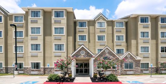Microtel Inn and Suites by Wyndham Austin Airport: Microtel Austin Airport Exterior