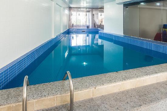 Camboriu praia hotel balne rio cambori brasil for Balneario de fortuna precios piscina