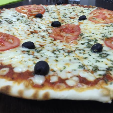 Bastelicaccia, France : La pizza mozzarella !!!!! Hummmm