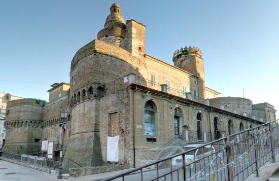 ‪Castello Caldoresco‬