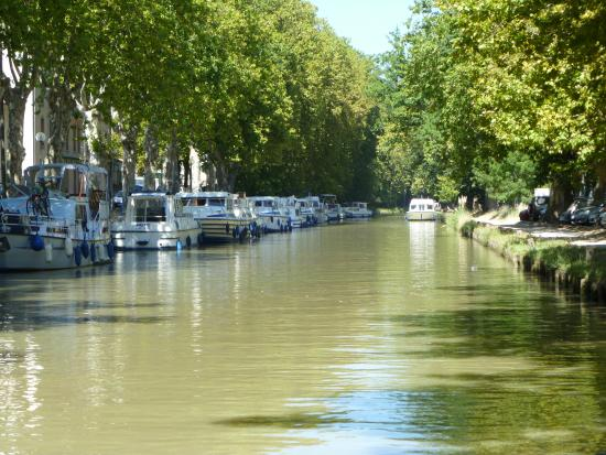 Caunes-Minervois, Francia: The Canal du midi minutes away.