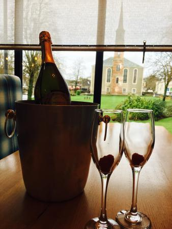 Strathaven, UK: Fizz with a view
