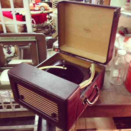 1950's Voice of Music Tri-O-Matic Record Player - Picture of ...