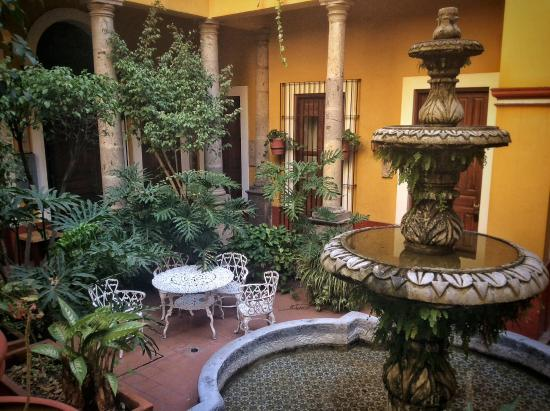Hotel San Francisco Plaza: Relaxing in the courtyard