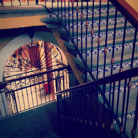 Hotel San Francisco Plaza: Stairs to the second floor