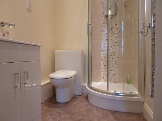 Callander, UK: Ben A'an room- shower