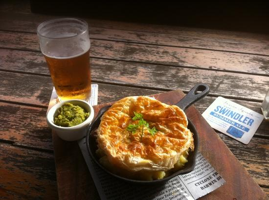 Royal Cricketers Arms: Best meal London Pie