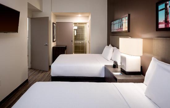 Hyatt House New Orleans / Downtown: Queen Suite Bedroom