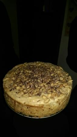 Harleston, UK: Excellent peanut butter and chocolate peanut Oreo cheesecake