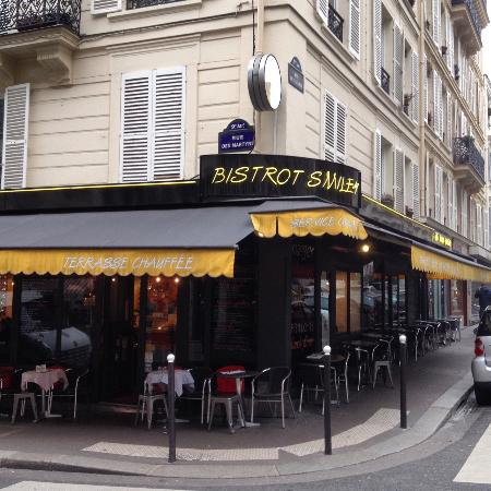 On rue des martyrs the only street in paris picture of for Restaurant le miroir rue des martyrs