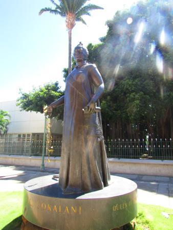 Queen Liliuokalani Statue