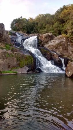 Morro Redondo, RS: Cachoeira que dá nome a pousada