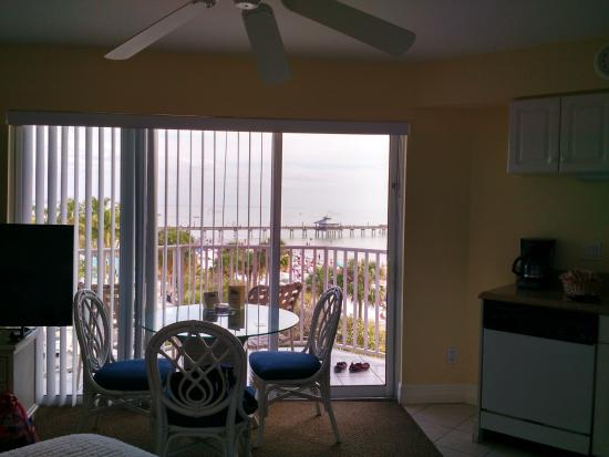 Edison Beach House: queen suite facing the pier