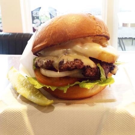 เบนบริดจ์ไอแลนด์, วอชิงตัน: Hawaiian Burger on an Udi's Gluten Free Bun!