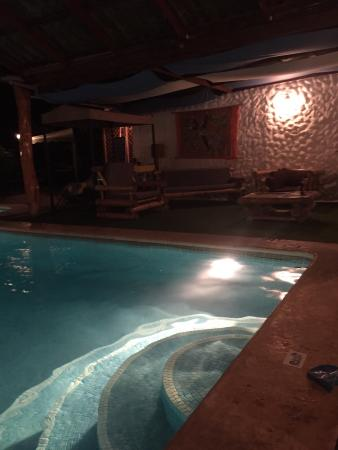 Bugabutik: Piscina y descanso en la piscina Pool and pool rest
