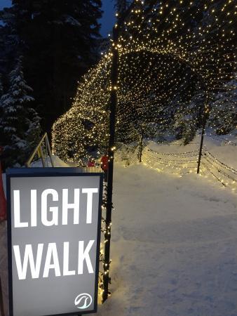 North Vancouver, Kanada: 電飾の道入り口 全部行くと結構長い