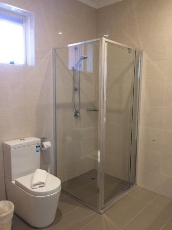Comfort Inn Dandenong: Newly Renovated Bathroom