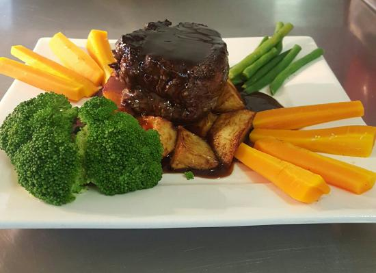 Somerset, Australia: Eye fillet steak with seasonal vegetables