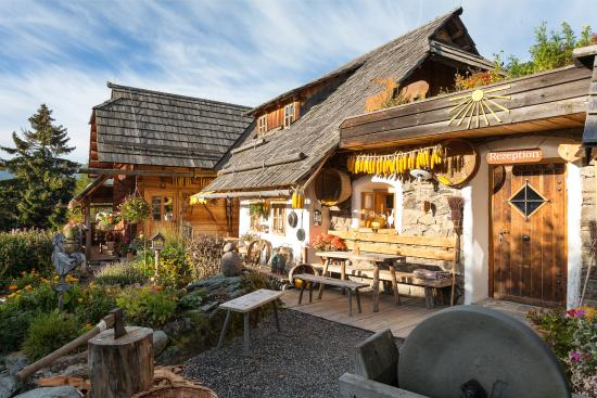 Patergassen, Østrig: Das Gasthaus Fellacher ist ein besonders gemütliches und uriges Restaurant mit Sonnenterrasse.
