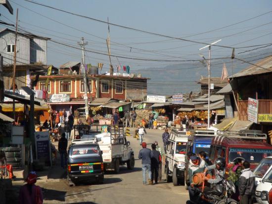 Ilam, Непал: 奥がイラムバザール方面北向,手前がビルタモード方面南向,右がパシュパティナガル東向