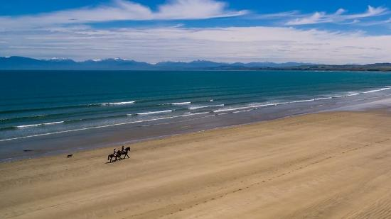 Orepuki, New Zealand: Nothing beats a ride on the beach!