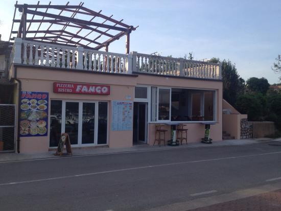 "Cizici, Kroatien: Bistro Pizzeria ""Fango"", sezona 2015g."
