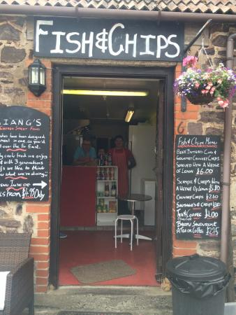Porlock Weir, UK: Cute little take away - small but great food and people!