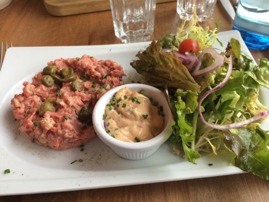 Antony, France : Tartare de bœuf coupé au couteau