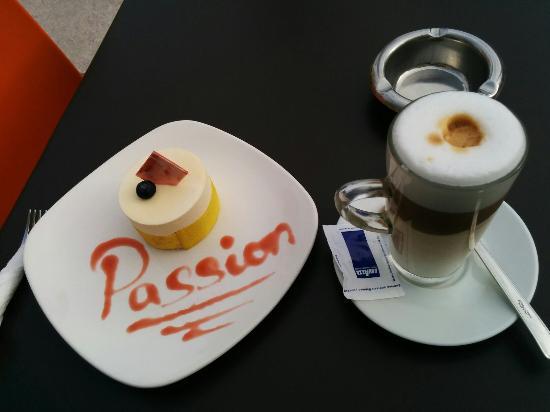 Xaghra, Malta: Very good cake and latte macchiato!
