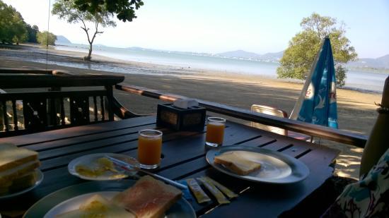Baanpanwa Resort and Spa: view during breakfast