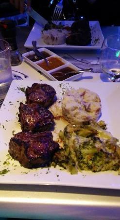 Cupecoy Bay, St-Martin/St Maarten: Yummy lamb chops