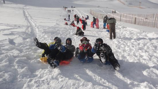 Las Cuevas, Argentina: Jugando en la nieve