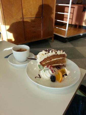 Hamar, Norveç: Meget god mat og veldig gode kaker!