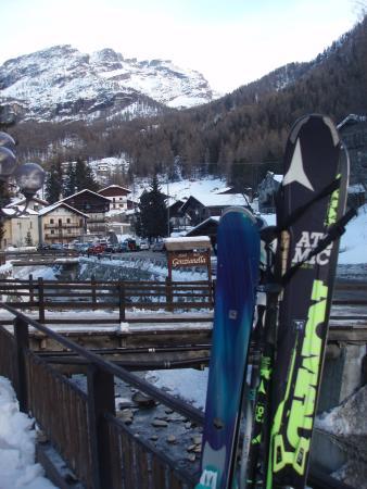 Hotel Genzianella : Vistas desde la puerta del Hotel.