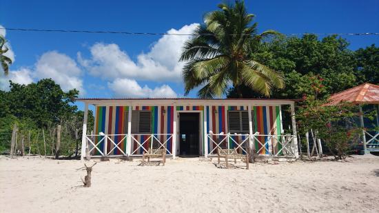 Foto de casa rural el paraiso de saona isla saona fachada de las habitaciones tripadvisor - Casa rural el paraiso ...