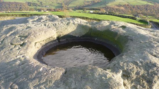 Todmorden, UK: The hidden pool on top of the Great Rock