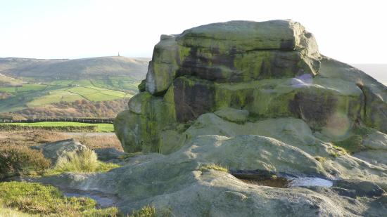 Todmorden, UK: Rear view of the Great Rock
