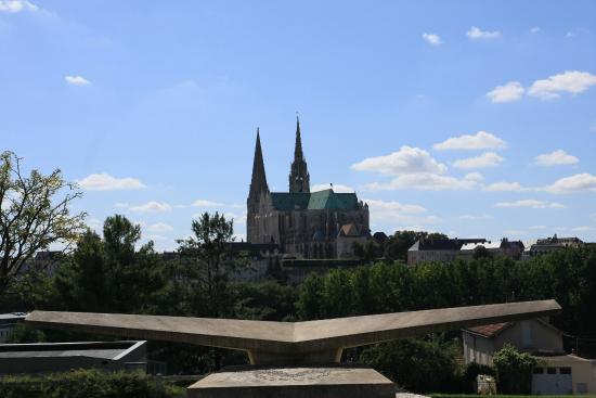 Cattedrale di Chartres: Vue de la terrasse de la base aérienne