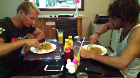 Ukulhas: Hayden and Paul having typical lunch