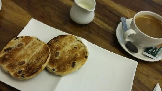 Llandovery, UK: Very good coffee with a toasted tea cake