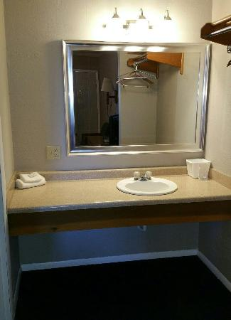 Interstate Motel - Rensselaer : Newly updated rooms