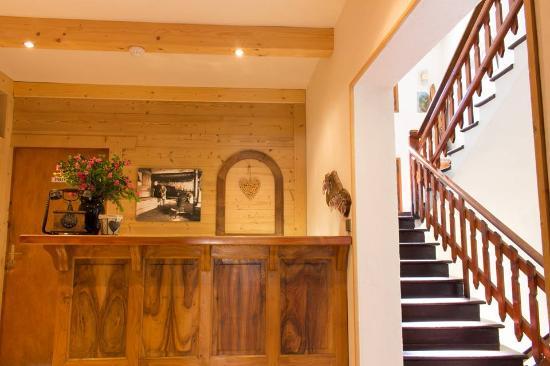 Areches, Francia: Réception et montée d'escalier