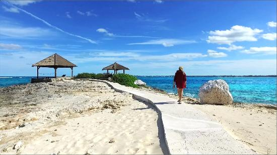 Sandals Royal Bahamian Spa Resort & Offshore Island: OffShore Island Walking Path