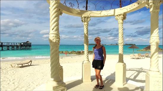 Sandals Royal Bahamian Spa Resort & Offshore Island: Main Beach