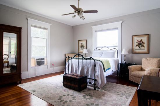 Bastrop Bed And Breakfast