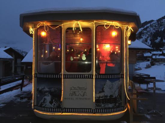 Hotel Jungfrau: Die Bar in einer alten Gondel, Hotel Junfrau