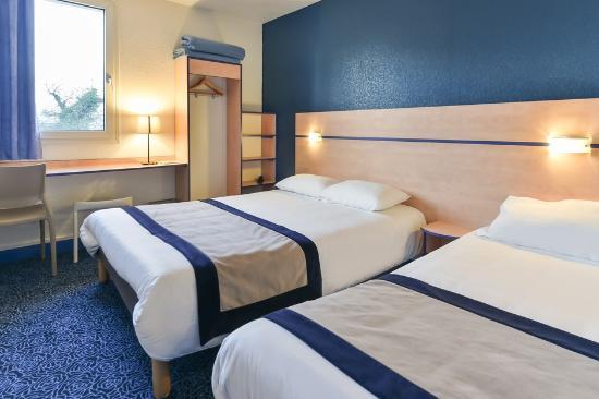 chambre lits jumeaux photo de h tel astr a nevers varennes vauzelles tripadvisor. Black Bedroom Furniture Sets. Home Design Ideas