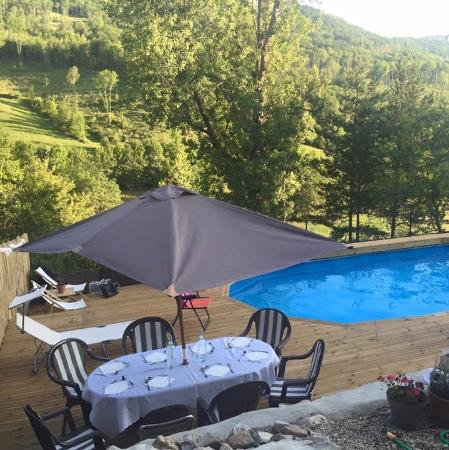 Belesta, Francia: Pool / terrace / view