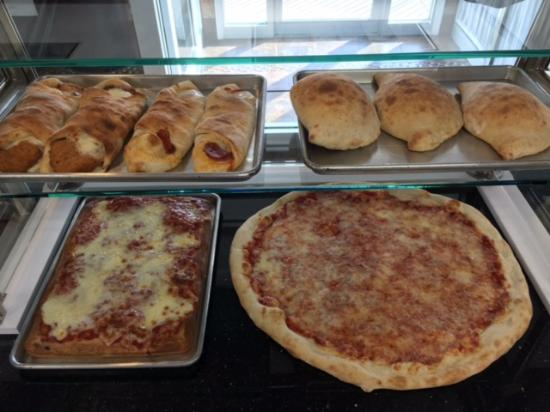 Hopewell Junction, Nowy Jork: Our delicious pizza and rolls